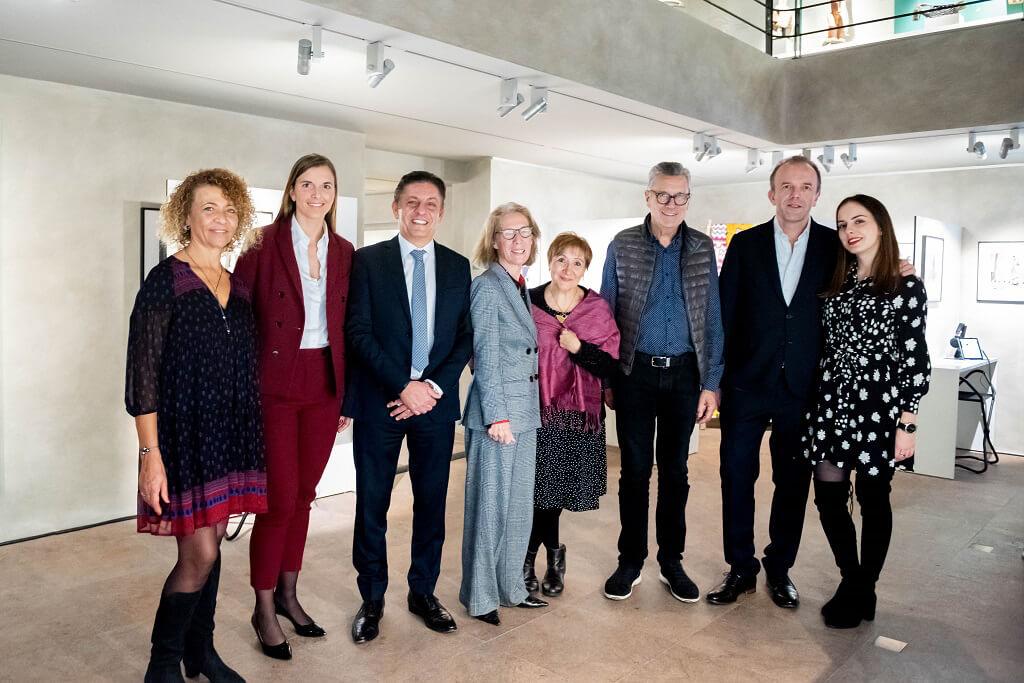 De gauche à droite : X, Marie Barbier-Mueller, Claude Atallah, X, Laurence Mattet, X, Thierry Barbier-Mueller et Valentine Barbier-Mueller